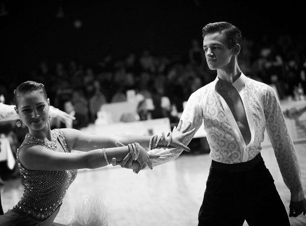 Віталій з партнеркою під час танцю