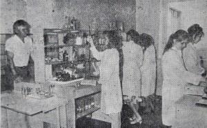 Заняття у хімічній лабораторії