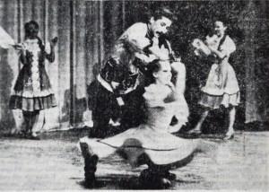 Виступ ансамблю на сцені університету